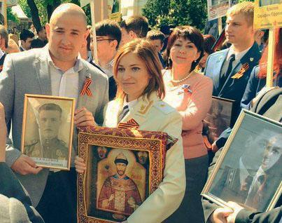 prokuror-poklonskaya-proshla-v-aktsii-bessmertnyy-polk-s--ikonoy-nikolaya-ii_foto-a-konovalova_1_2016-05-9-12-37-33