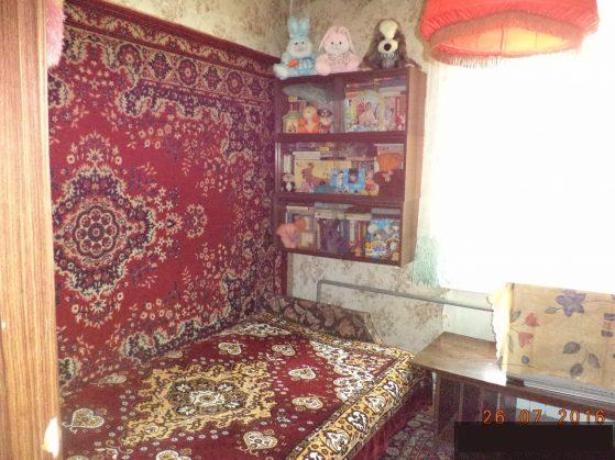 везде ковры