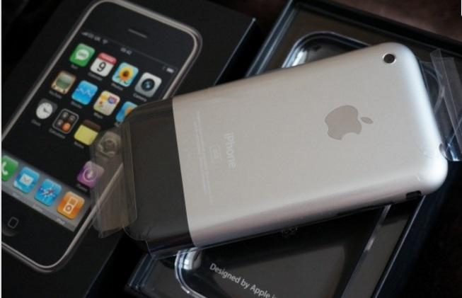 «Коллекционный раритет». Москвич пытается продать Iphone за 1,25 миллионов рублей