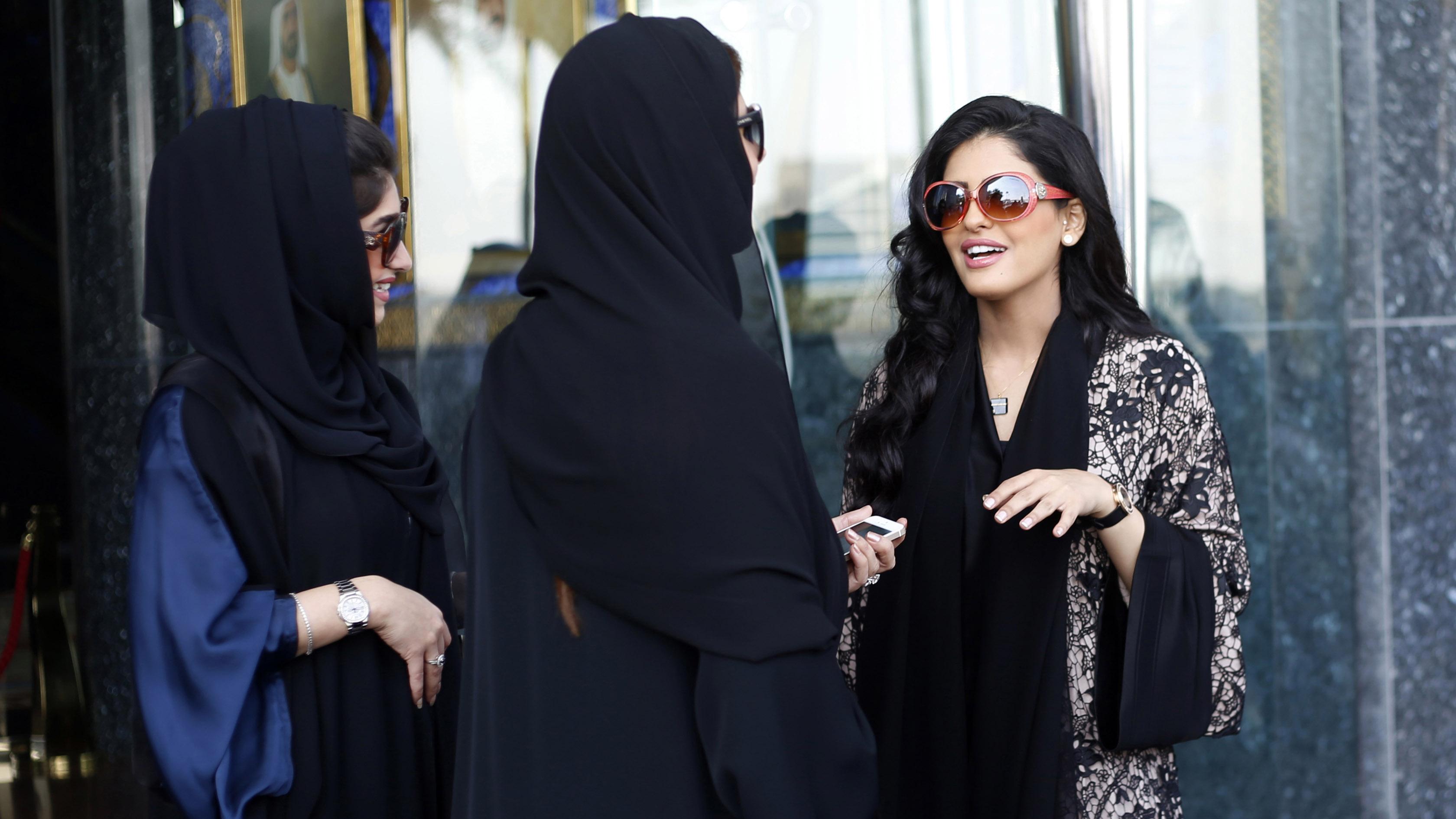 «Вы должны убить эту собаку». Саудовская принцесса в Париже по-своему разобралась с декоратором