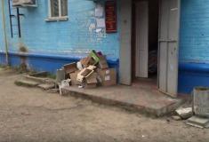 Блеск, нищета и доширак. Видео об Apple Pay в России