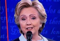 Вторые дебаты в США: у мухи на лбу Клинтон появился аккаунт в твиттере