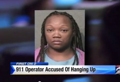 В США оператор неотложной помощи бросала трубку, потому что была не в настроении разговаривать