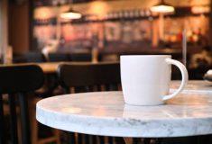 «Моя мама бы взбесилась»: активисты продавали кофе женщинам дороже, чем мужчинам
