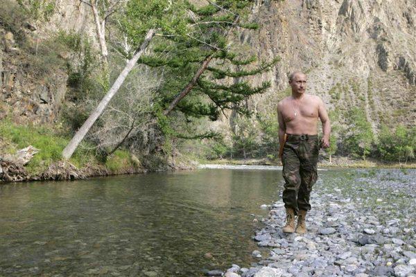Russian President Vladimir Putin walks along the Khemchik River in southern Siberia's Tuva region August 15, 2007. REUTERS/RIA Novosti/KREMLIN (RUSSIA)