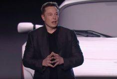 «Вы убиваете людей». Элон Маск отчитал журналистов за критику Tesla