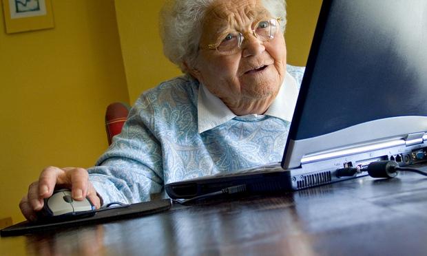«Твоя бабуля — бычара». Эта бабушка просто прокомментировала фото внука