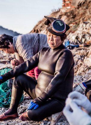 last-generation-women-mermaids-sea-diving-mijoo-kim-korea-02
