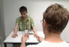 «Иллюзия резиновой руки». Учёные научились обманывать мозг с помощью фальшивых конечностей