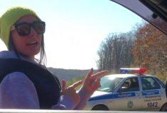Видео: девушку штрафуют за превышение скорости, а она танцует