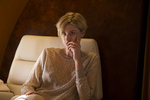 03-elizabeth-debicki-the-night-manager