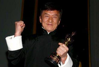 """Джеки Чан получил почётный """"Оскар"""" и обрадовал пользователей соцсетей"""