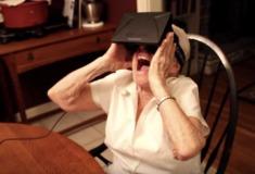 А-А-А-А-А. Как бабушки пробуют очки виртуальной реальности