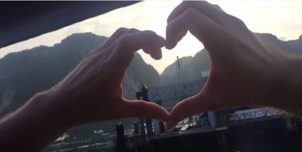 «Просто друзья»: Сеть взорвало троллинг-видео двух американцев