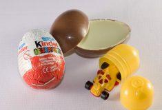 «Рабская работа». Игрушки для шоколадных яиц Kinder собирают румынские дети
