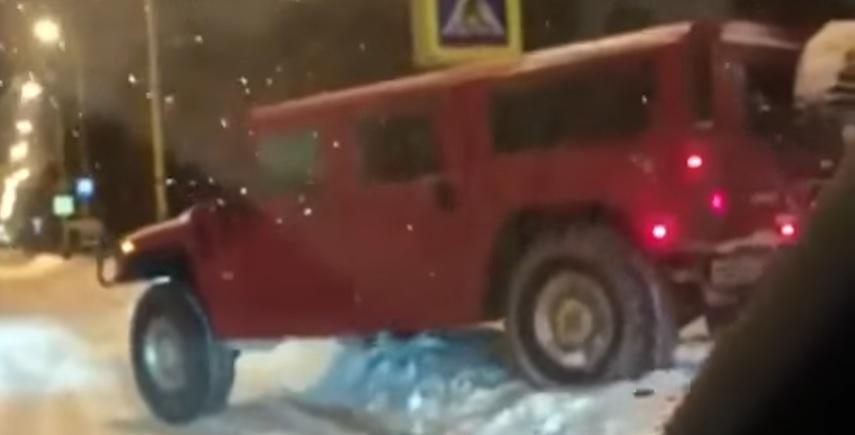 Суд арестовал водителя вишнёвого Hummer, рассекавшего по тротуарам МГУ на видео