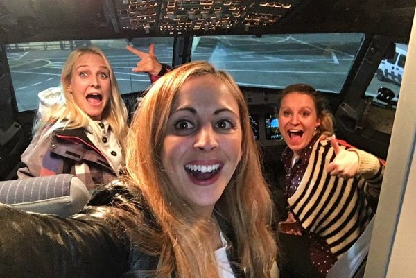 3b945dd900000578-4059028-the_women_enjoyed_selfies_in_the_cockpit_and_were_treated_to_unl-a-74_1482423199429