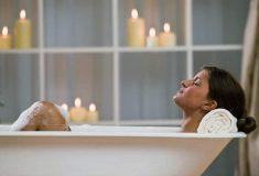 «Это прорыв». Девушка нашла способ, как удобно есть вкусности и принимать ванну одновременно