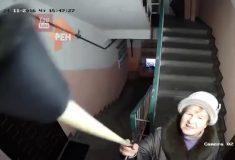 Видео, на котором соседи пытаются сломать камеру наблюдения в подъезде, поразило пользователей Reddit