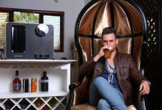 Домашняя пивоварня и интеллектуальная расчёска. Самые странные гаджеты 2017 года