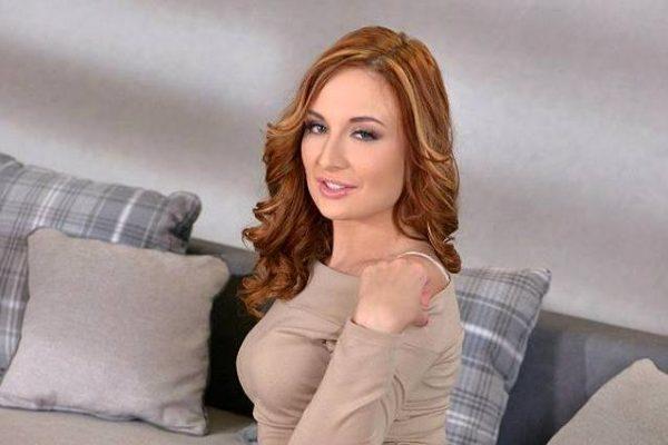 Порно актриса дала
