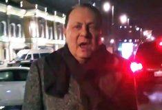«Я готов платить людям». Илья Варламов объявил «охоту» на ездившего по тротуару директора «Ленкома»