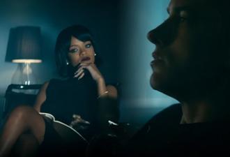 Видео: Попугай очень хорошо спел кавер на песню Рианны