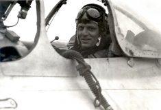 Неизвестный меценат погасил долг лётчика-пенсионера и вернул ему раритетный самолёт