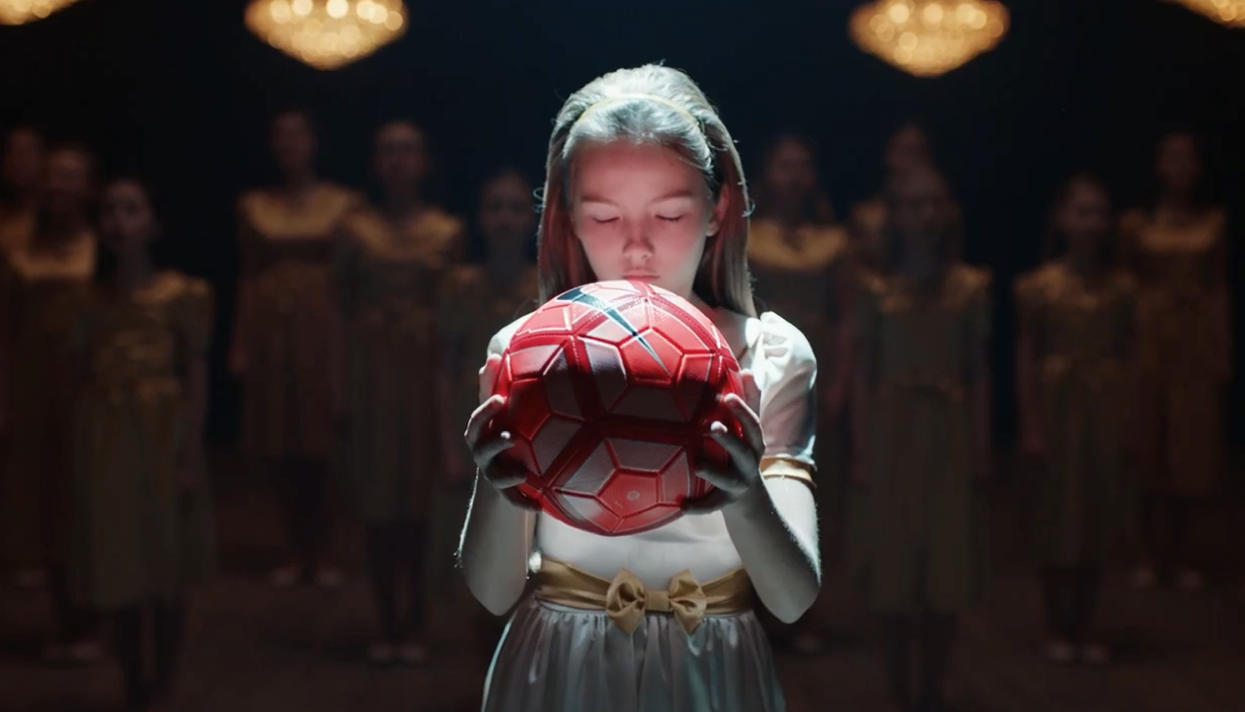 За что феминистки критикуют вирусную рекламу Nike о девчонках