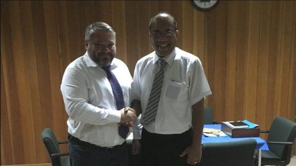 Антон Баков и президент Кирибати Тахети Мамау. medialeaks