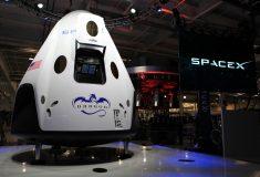 Илон Маск анонсировал полёт туристов к Луне, но оставил больше вопросов, чем дал ответов