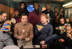 Эд Ширан и Джимми Феллон исполнили «Shape of You» с детскими инструментами