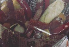 Поклонница подарила группе «Ария» букет из колбасы, сыра и бутылки виски