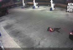 Похищенная девушка смогла выбраться из багажника едущей машины