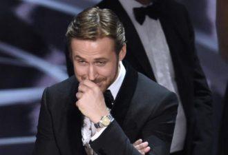 """Райан Гослинг рассказал, почему ехидно смеялся во время путаницы с """"Оскаром"""" за лучший фильм"""