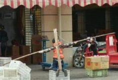 «В качестве шутки». В Китае родители наказали сына, распяв его на кресте