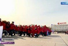 Жители Екатеринбурга на митинге приседали в честь присоединения Крыма. 1096 раз