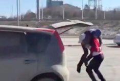 Женщина-скала Оксана Кошелева проучила водителя, подрезавшего её автомобиль