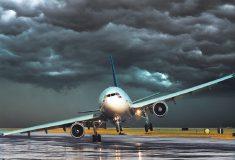 Вас трясёт перед посадкой самолёта? Посмотрите, что происходит в кабине пилотов