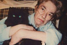 На протяжении 30 лет сын снимал жизнь своей матери, умирающей из-за курения