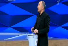 «Вёдрышко мне». Да, в эфире Первого канала действительно вынесли ведро нечистот для одного из участников