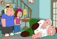 Питер Гриффин в реальности. Парень упал с лестницы, когда пытался элегантно спуститься по ней с девушкой. И теперь делает об этом видео