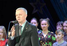 Мэр Красноуфимска посвятил «зажигательный смех» во время КВН памяти жертв теракта в Петербурге