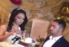 «Он что, женился из-за торта?» На Reddit ошарашены восточной свадьбой, где жених ведёт себя странно