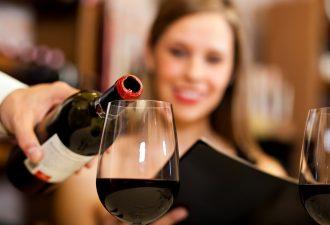 Бокал вина в день увеличивает риск заболеть раком груди. Но есть и хорошие новости