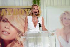 «Охота на ведьм всё ещё в ходу». Суд отправил модель Playboy отмывать граффити за издевательства над женщиной, и её затравили в соцсетях