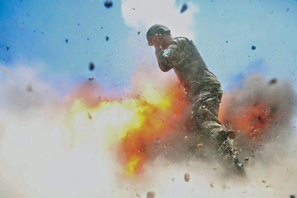 Журнал Армии США обнародовал кадры, сделанные засекунду досмерти их создателя