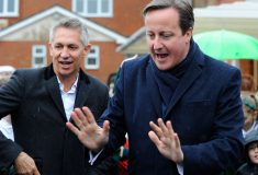 Дэвид Кэмерон пошатнул национальные устои Британии: прошёл в магазине без очереди