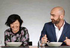 Итальянцы снова едят русскую еду, но теперь ещё смешнее, потому что это макароны