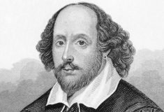 «Маленький мальчик Шекспира читал». Что говорят в соцсетях о мальчике, задержанном из-за «Гамлета»